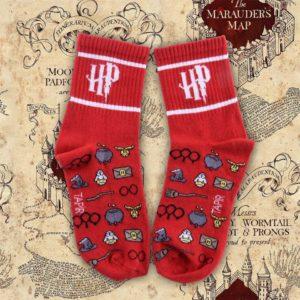 kırmızı renkli çoraplar