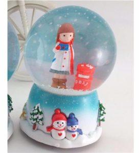 Postacı kız kar küresi